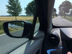 Landstraße (leer) statt Kolonnenverkehr