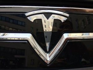 Tesla: Elektrisch. Fahren.